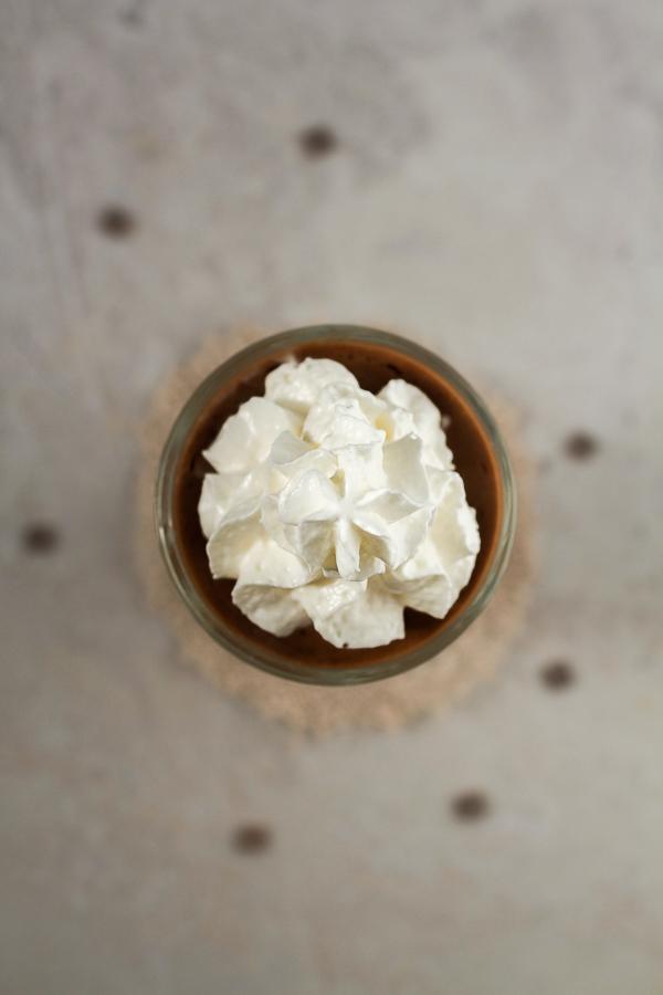 Čokoladni mus: čokoladni rajski dezert pravljen sa svježim jajima i dodatnim sastojcima koje već imate kod kuće.