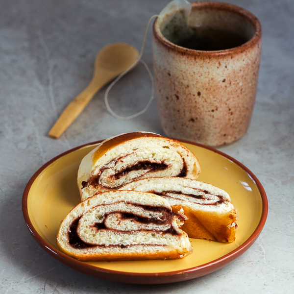 Okrijepite svoj apetit za peciva sa toplom štrudlom filovanom od džema od šljiva. Sve što ovaj dezert zahtjeva od vas je strpljenje dok čekate tijesto da naraste.