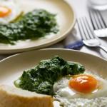 Dinstani špinat, profinjen način da jedete više lisnatog povrća. Ovaj baršunasti prilog zahtjeva minimalno priprenamje i gotov je za 25 minuta.