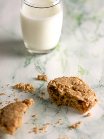 Zalogajčići od oraha. Ovi kolačići od samo četiri sastojka idu savršeno uz mlijeko ili kafu. Usput, ovo je najlakši dezert koji ćete napraviti ove godine.