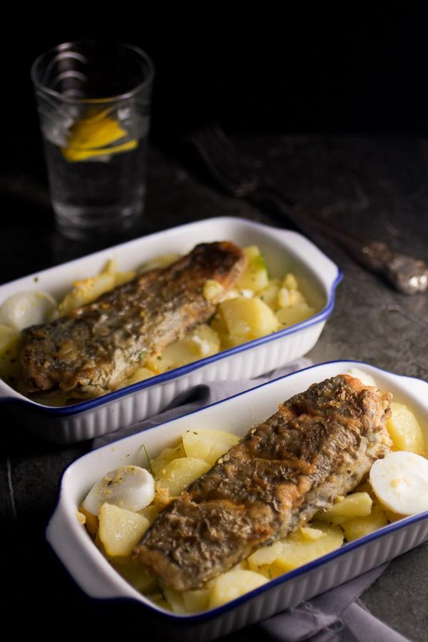 Naučite voljeti ribu! Danas pravimo oslić sa krompir salatom koja obično ide uz morske plodove.