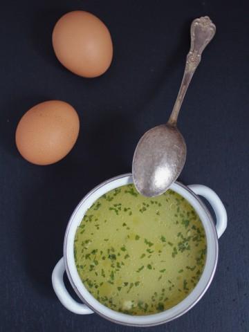 Supica od jaja: prilog koji se teško zaboravlja. Ova supica je gotova za dvadesetak minuta, a ima potencijal da okupi čitavu porodicu oko trpezarijskog stola. Šta čekate?