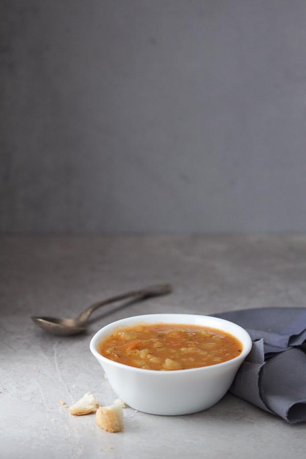Danas je na redu supica od krompira. Bogata i gusta, uz šnitu hljeba zamijeniće vaš čitav obrok.