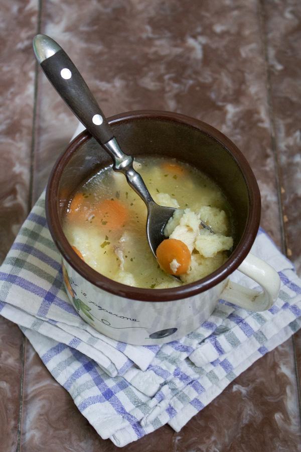 chicken soup with egg and gritz drops pileca supica s noklicama -303