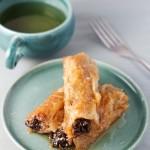 Danas vam donosim recept za šljivopitu, dezert od suhih šljiva, oraha i tijesta. Jednostavan recept, na nivou baklave sa jednostavnom pripremom.