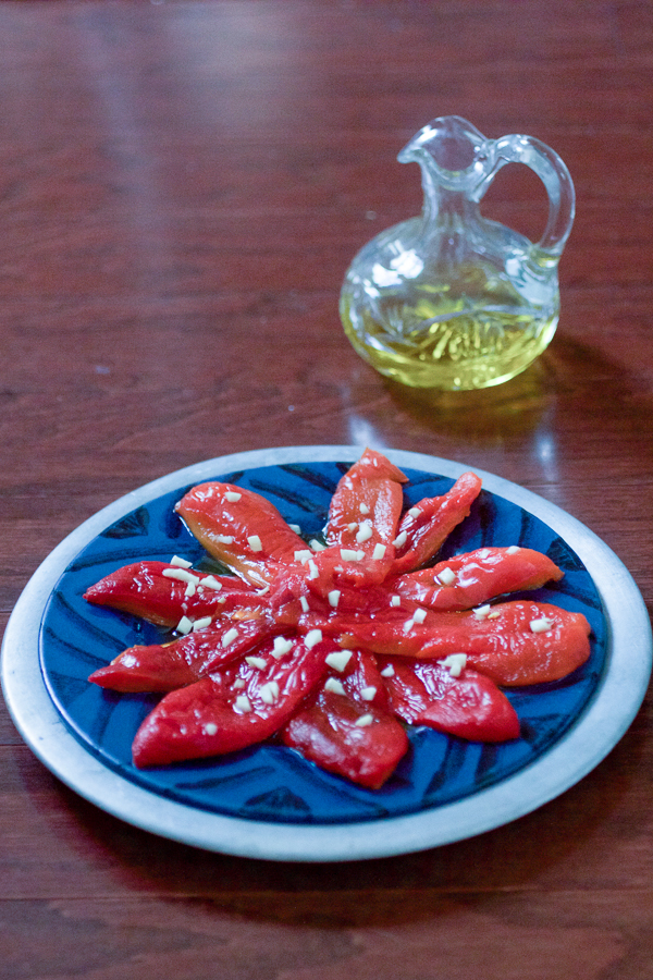 01 roasted red peppers and garlic salad with olive oil salata od pecenih paprika