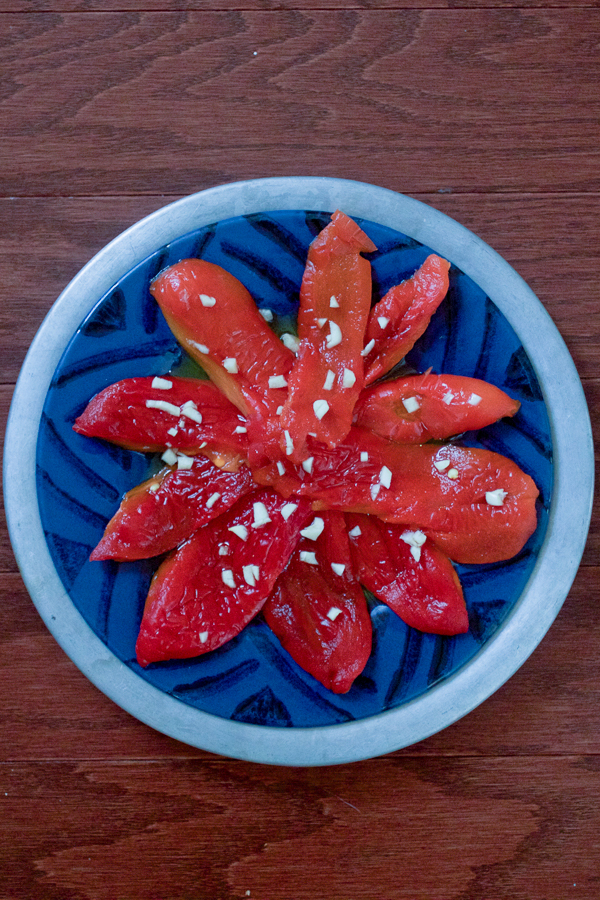 03 roasted red peppers and garlic salad with olive oil salata od pecenih paprika