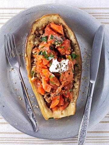 Slijedi jedan jednostavan recept za pečeni punjeni patlidžan, drugi iz serije punjenog povrća.