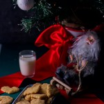 Santa's sugar cookies: classic butter and sugar dough that can be used for several different cookies. Make the dough the night before. The day off, roll the dough out, and shape and bake. Done in 15 minutes.