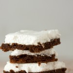 Easy cocoa cake with a white frosting
