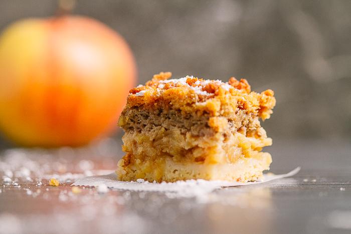 apple pie, apple crumble, apple crumble cake | balkanlunchbox.com