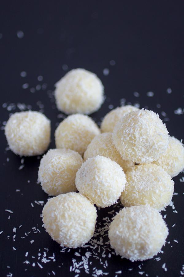 Jednostavne rafaelo kuglice od kokosa. Bolje od originalnih!